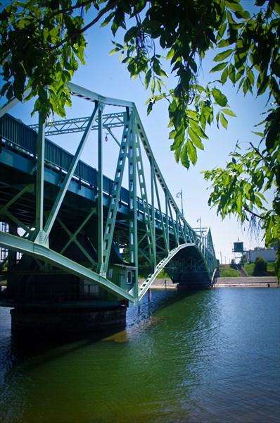 Кстати, мост разводной, но увидеть развод так и не удалось