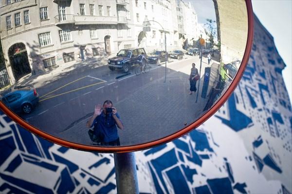 Рига. Традиционные выпуклые зеркала.
