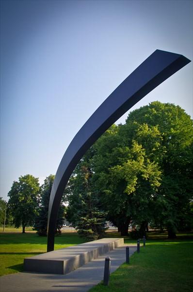 """Таллин. Одна из частей памятника парому """"Эстония"""",затонул в 1994"""