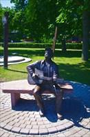 Памятник известному литовскому музыканту — Витаутасу Кярнагису