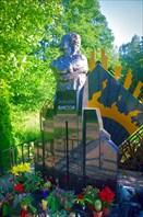 Современный памятник на месте гибели Цоя