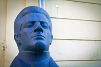 Памятники-головы художникам, поэтам, музыкантам