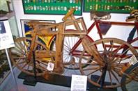 Деревянные велосипед начала 20 века