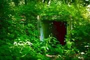 Вход в бункер в основании башни.