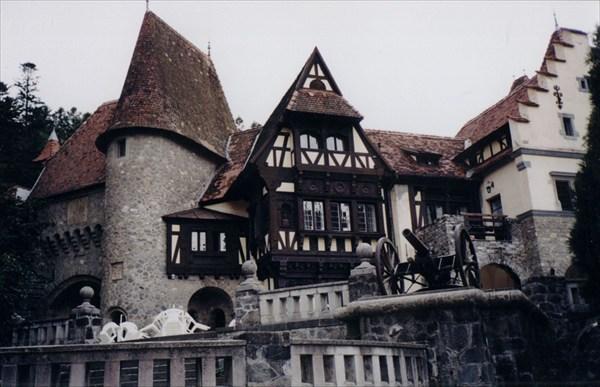 Один из дворцов в горах Румынии