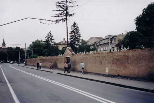 Кладбище в центре Брашова.