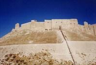 Крепость в Алеппо впечатляет своими неприступными стенами