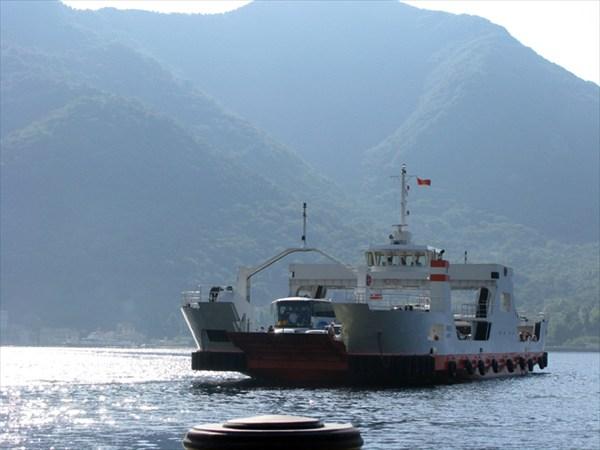 Это судно используется для переправы
