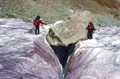 Трещины на леднике Менсу