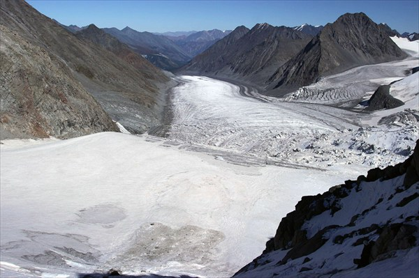на фото: Ледник Менсу с Бийчанки