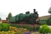 Памятник-паровоз серии `Э` на вокзале в Балезино