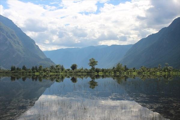 Озерцо и долина реки Чулышман