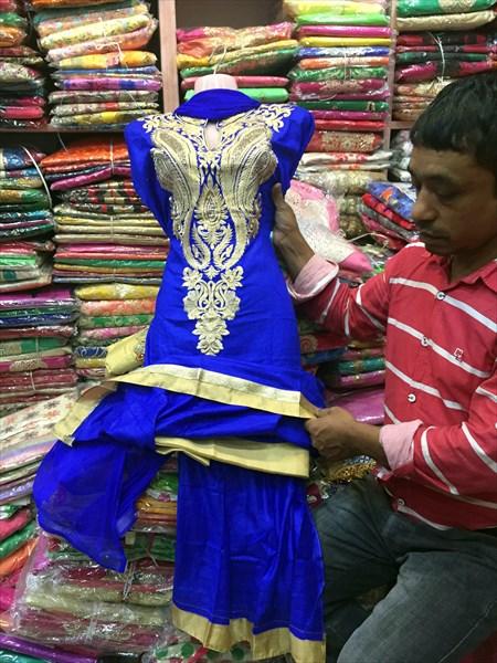 Платья подшивают по фигуре