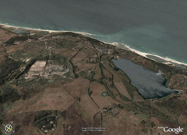 на фото: Вид на Янтарный со спутника