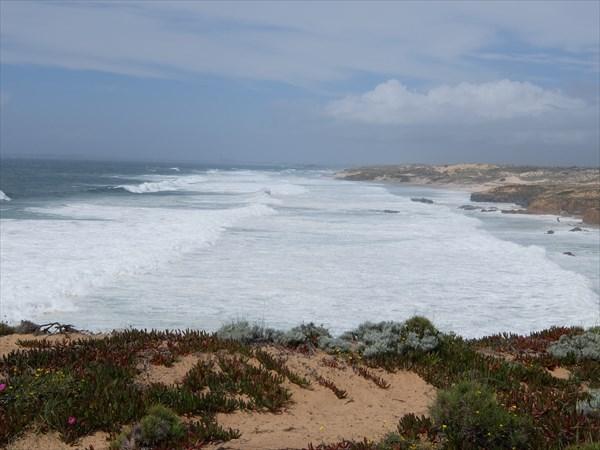 И волны здесь тоже больше