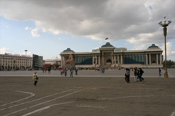 Улаанбаатар(Улан-Батор).Площадь Сухэбаатара