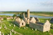 Руины монастыря Клонмакнойс