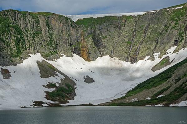 Водопады под седловиной Караташского перевала