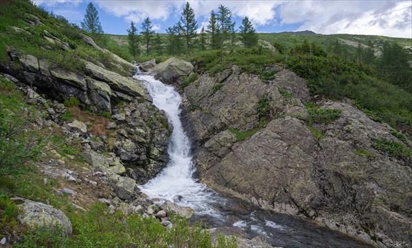 Водопад на ручье из цирка Верхнего Зуба