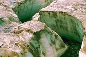Фото 12. Р. Светлая. Ручей в леднике.