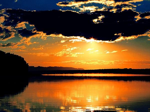 на фото: Река Томь.. На восходе.