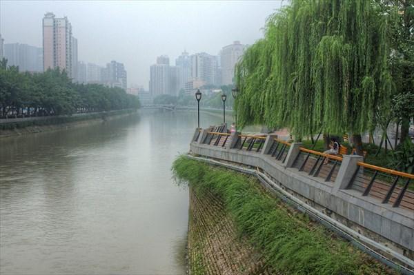 Речка пересекающуая Ченгду