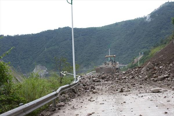 Расчистка завала на используемой дороге