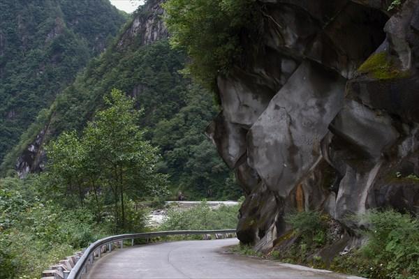 Типичная китайская горная дорога. Мечта!