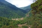 Еще одна деревня и дорога на перевал 4800