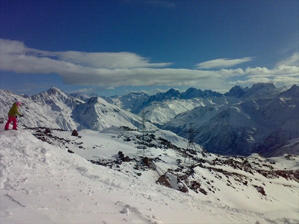 Вид с Эльбруса (станция Мир 3800 м.)