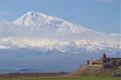 Хор-Вирап на фоне Арарата