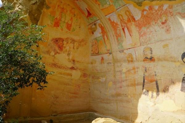 Сохранились фрески