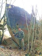 Остов старого катера на берегу реки Полуй.