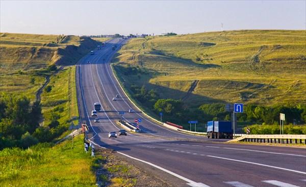 Трасса М4. До Москвы около 900 км.