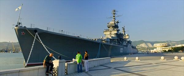 Крейсер которым командовал велотурист с ростовского пляжа