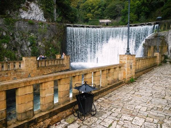 Плотина-водопад