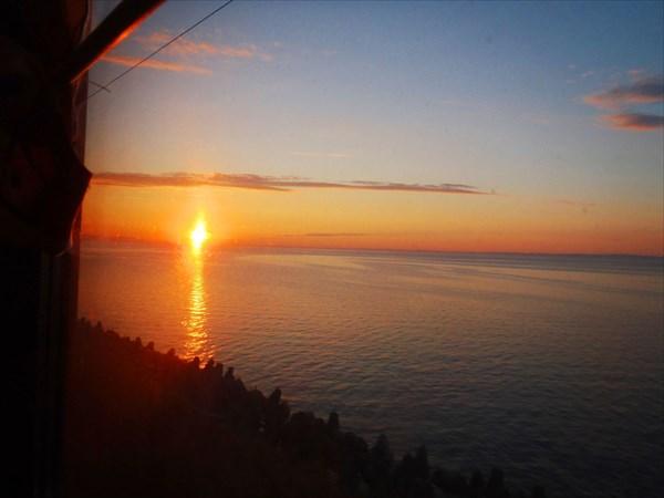 Закат над Байкалом. Вид из вагона.