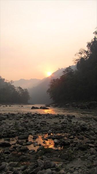 на фото: Река Каменг, стрелка с рекой Бичём