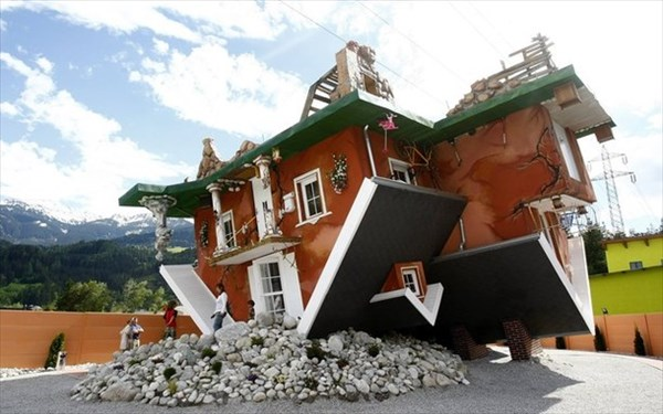 Upside-Down-House-Terfens2