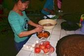 Рецепт приготовления китайской `яичницы с помидорами`.