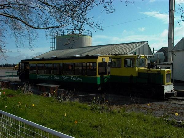 на фото: Экскурсионный поезд