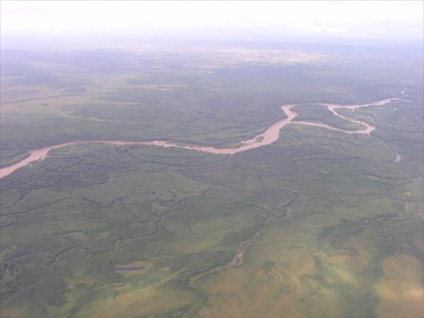 Река Уда, правые притоки мутные, много воды, левые чистые.