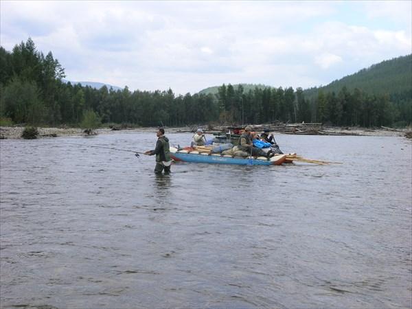 Уян не глубок, много проток и островов, рыбалка на перекатах.