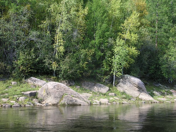 После притока Селинде  встал по берегам камень.