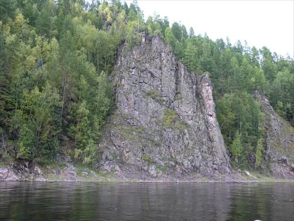 Обнажились скалы.
