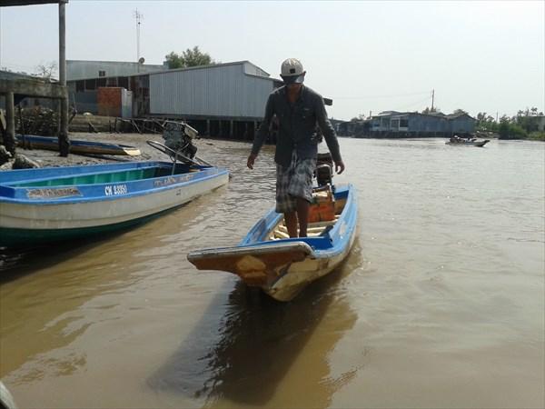 Все передвижения только на лодках.