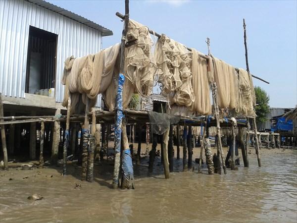 Рыбацкие сети, работа местных жителей.