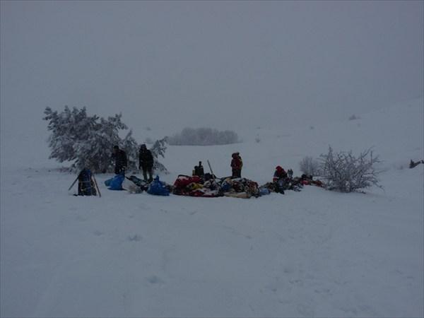 Ожидаем эвакуации вещей теми же снегоходами