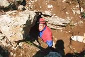 А. Папий спускается в новую пещеру