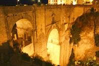 Мост Puente Nuevo ночью-город Ронда